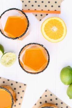 recette-de-coktail-halloween-vitaminé-avec-alcool-carotte-et-citron-vert-verres-géométriques Plat Halloween, Fete Halloween, Coktail Halloween, Liqueur, Cantaloupe, Vodka, Fruit, Cooking, Food
