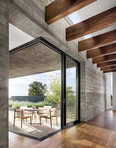 Designed by by Specht Architects. The Sundial House recently received the Jeff Harnar Award For Contemporary Architecture Home Interior Design, Interior And Exterior, Interior Modern, Exterior Design, Concrete Wood, Concrete Houses, Minimal Decor, Sundial, Facade Architecture