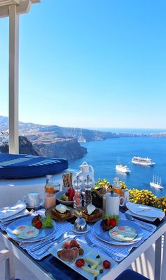 Santorini, Greece - Travel Tips Vacation Destinations, Dream Vacations, Vacation Spots, Vacation Food, Italy Vacation, Santorini Island, Santorini Greece, Mykonos Grecia, Santorini Honeymoon