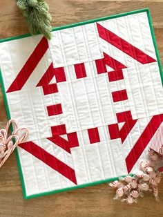 Peppermint Mini Quilt by Christopher Thompson using Riley Blake Designs Confetti Cotton FREE Pattern Mini Quilt Patterns, Paper Piecing Patterns, Sewing Patterns Free, Free Sewing, Sewing Tips, Free Pattern, Sewing Blogs, Block Patterns, Clothes Patterns
