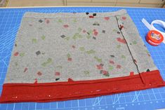 Ein schneller Wollwalk-Rock für den Winter » BERNINA Blog Picnic Blanket, Outdoor Blanket, Winter, Blog, Free, Hand Sewn, Sewing Patterns, Winter Time, Blogging