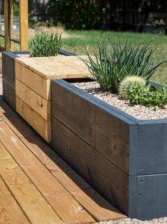 How to Make a Chic, Modern Planter Bench Modern Planter Bench<br> Add some sophistication to your garden or patio with this modern planter bench. Small Backyard Landscaping, Backyard Patio, Landscaping Ideas, Backyard Planters, Mulch Landscaping, Small Patio, Planter Bench, Modern Planters, Garden Modern