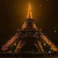 ❝ If i am lost,I search for the lights❞ 🗺🇫🇷 France Travel, Wonderful Places, Wander, Landscape Photography, Buildings, Places To Visit, Lost, Urban, Lights