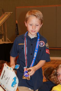 Love this idea for a Pinewood Derby award for each boy--Licorice Rope & a peppermint patty.