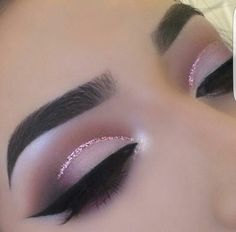 Soft pretty cut crease with Eye Kandy's Double Bubble www. - Soft pretty cut crease with Eye Kandy's Double Bubble www. Cut Crease Glitter, Eye Makeup Glitter, Purple Eye Makeup, Eye Makeup Tips, Smokey Eye Makeup, Makeup Goals, Glam Makeup, Pretty Makeup, Makeup Inspo