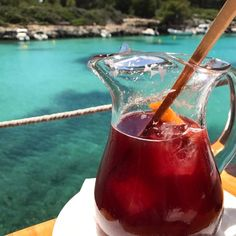 Sangria and blue water Best Beaches To Visit, Spanish Islands, Balearic Islands, Turquoise Water, Menorca, Sangria, Diet, Make It Yourself, Healthy