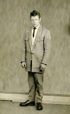 An Edinburgh Teddy Boy in a two piece drape suit that is in need of a good pressing - mid Teddy Boys, Teddy Girl, Stylish Men, Stylish Outfits, 1950s Fashion, Mens Fashion, Vintage Boys, Savile Row, Rocker Style