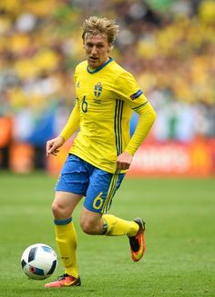 Sweden's midfielder Emil Forsberg runs with the ball during the Euro 2016 group E football match between Ireland and Sweden at the Stade de France stadium in Saint-Denis on June 13, 2016. / AFP / MARTIN BUREAU