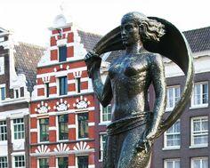 Dame Fortune - 1948 - bronze - par HILDO KROP - Place de la Monnaie (Muntplein) à Amsterdam - une déesse conquérante au regard masculin