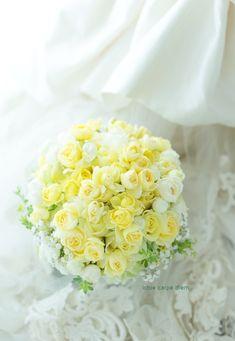 日比谷パレス様への、レモンイエローのクラッチブーケ。 直前に、アフターブーケ希望にしてくださいました。 嬉しい。 装花も担当させてい... Yellow Rose Bouquet, Yellow Bouquets, Yellow Flowers, Prom Bouquet, Summer Wedding Bouquets, Yellow Wedding, Floral Wedding, 50th Wedding Anniversary, Anniversary Ideas