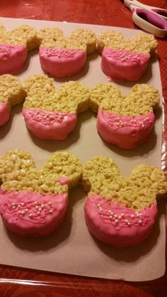 Minnie Mouse Rice krispie treats Girls 3rd Birthday, 4th Birthday Parties, Birthday Bash, Birthday Ideas, Minnie Mouse Baby Shower, Minnie Mouse Party, Mickey Mouse, Candy Table, Dessert Table
