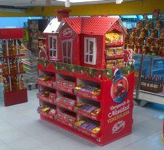 Exhibidor PLV Navidad Nestle on Behance Pallet Display, Pos Display, Display Design, Pos Design, Stand Design, Branding Design, Event Design, Exhibition Booth Design, Exhibition Stands