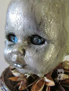 Creepy Glowbugg: Grown women do not smell doll baby heads