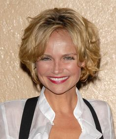 how tall is kristin chenoweth | Kristin Chenoweth Hairstyle - Casual Short Wavy - 7726 | TheHairStyler ...