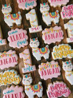Llama cookies for a birthday! First Birthday Theme Girl, First Birthday Cookies, Llama Birthday, 6th Birthday Parties, Birthday Fun, Birthday Ideas, Fun Cookies, First Birthdays, Party Favors