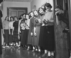Standing in line for the Telephone, by Michigan State University Archives… Vintage Pictures, Old Pictures, Old Photos, 1950s Teenagers, 1950s Fashion, Fashion Vintage, Victorian Fashion, Fashion Fashion, Vintage Outfits