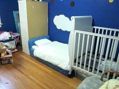 Find out about getting the right timing to switch from toddler crib and more DIY toddler bed ideas which suits your needs. Cool Toddler Beds, Toddler Floor Bed, Cool Beds For Kids, Bed Bath & Beyond, Treehouse Loft Bed, Toddler Platform Bed, Diy Kids Furniture, Bedroom Furniture, Furniture Projects