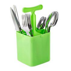 Dieses Besteck-Set deckt Ihren Tisch ideal ein. Mit jeweils 4 Gabeln, Löffeln, Kaffeelöffeln sowie Messern genießen Sie süße Versuchungen und herzhafte Mahlzeiten mit Ihrer Familie. Zudem verstauen Sie Ihr neues Besteck-Set stets ordentlich, denn der passende Aufbewahrungskorb in Grün ist inklusive. So kann das Set auch ganz einfach transportiert werden. Lassen Sie sich Frühstück, Mittag- und Abendessen schmecken - zu Hause wie auch unterwegs!