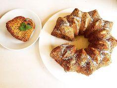 Proteinovo-brusinková bábovka ❤️ ➡️ 250g jemného tvarohu, 3 hrnky rozmixovaných vloček, 1 lžíce třtinového cukru, 2 nastrouhaná jablka , 2 lžíce domácího medu, 3 vejce, skořice, jedlá soda, brusinky, 3 lžíce olivového oleje ➡️ smícháme, dáme do vymazané formy a pečeme 40-45 min  #cranberries #fit #fitnessbaking  #fitfood #eatclean #fitness #motivation #instatop #vscodaily #czech #vsco #vscocam