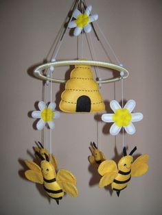 Felt Crafts Diy, Bee Crafts, Felt Diy, Spring Crafts, Holiday Crafts, Hobbies And Crafts, Crafts For Kids, Bee Nursery, Instruções Origami