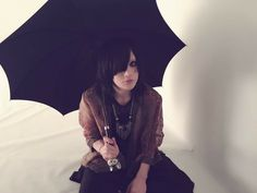 """【Twitter/pla_staff】 """" Picture shared by Pura's staff via Twitter on May 19th. It shows Ryutaro during the photo shoot for the new artist picture in connection with the release of their next single 'Uchuu Yuuei'. """""""