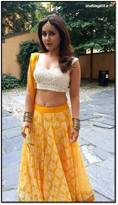 Rashi Khanna Hottest Navel Images-Sexiest Photo Gallery HD Pictures All in One Collection Dress Indian Style, Indian Dresses, Indian Outfits, Indian Clothes, Beautiful Girl Indian, Most Beautiful Indian Actress, Rashi Khanna Hot, Indian Navel, Lehnga Dress