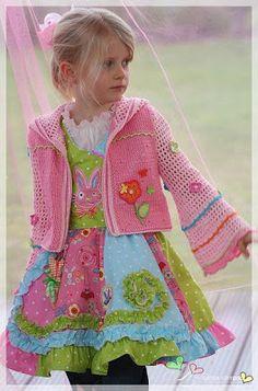 Barrage of ideas: Crochet Crochet Baby Jacket, Crochet Baby Sweaters, Crochet Cardigan Pattern, Crochet Doll Pattern, Crochet Clothes, Crochet Girls, Love Crochet, Crochet For Kids, Beautiful Crochet