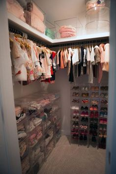 Jenni Pulos Nursery Closet (Schau dir die Schuhkollektion an!) – Jenni Pulos Nursery Closet (Check out the shoe collection!) – you Rustic Baby Girl NurseryPrint Your Own Nursery ClThis Woodland Nursery Id Baby Bedroom, Baby Room Decor, Nursery Room, Girl Nursery, Girls Bedroom, Trendy Bedroom, Twin Girl Bedrooms, Baby Girl Nursey, Nursery Dresser