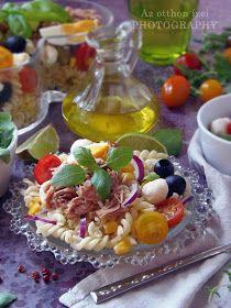 Forró napokra az egyik legjobb választás egy nagy tál friss hozzávalókból álló, könnyű, de energiát adó saláta. Ilye...
