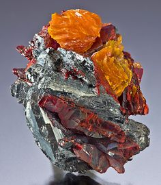 Getchellite on Stibnite with Orpiment