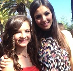 Brooke and Victoria Justice at the Teen Choice Awards !!
