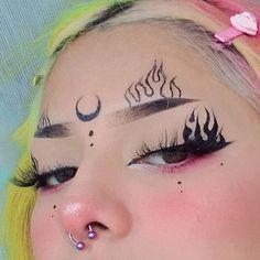 Punk Makeup, Grunge Makeup, Eye Makeup Art, Makeup Inspo, Makeup Inspiration, Nagel Piercing, Eye Makeup Designs, Eyeliner Designs, Alternative Makeup