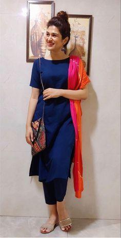 Silk Kurti Designs, Simple Kurta Designs, Kurta Designs Women, Kurti Designs Party Wear, Party Wear Indian Dresses, Dress Indian Style, Indian Fashion Dresses, Indian Designer Outfits, Indian Wear