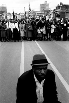 © Steve Schapiro - Martin Luther King, Jr. Entering Montgomery, Alabama, 1965. S)
