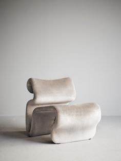 Armchairs - design from Gervasoni, Sika Design and many more - Unique interior from Artilleriet. Cool Furniture, Furniture Design, Furniture Stores, Wooden Furniture, Grey Pictures, Buy Chair, Swedish Design, Chair And Ottoman, Beautiful Interiors