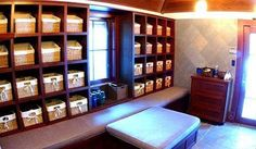 wow...I'm drooling over this storage area!