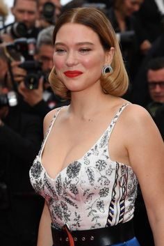 """Lea Seydoux attends the screening of """"Oh Mercy! (Roubaix, une Lumiere)"""" during the annual Cannes Film Festival on May 2019 in Cannes, France. Jean Dujardin, Isabelle Adjani, Canadian Actresses, Young Actresses, Hollywood Model, Hollywood Actresses, Monica Bellucci, Lea Seydoux Style, Victoria Beckham"""