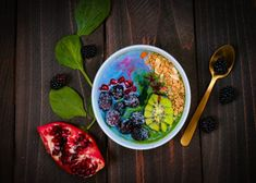 Plant based colorful smoothie bowl for article about the best weight loss programs for women over 50 Weight Loss Tea, Healthy Weight Loss, Lose Weight, Smoothie Bowl, Smoothie Recipes, Allergies Alimentaires, Organic Granola, Breastfeeding Diet, Best Weight Loss Program