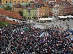 Thousands of protesters have gathered in several Polish cities, as right-wing groups rallied against plans to resettle refugees in Europe while counter-protesters marched in solidarity with those seeking safety.