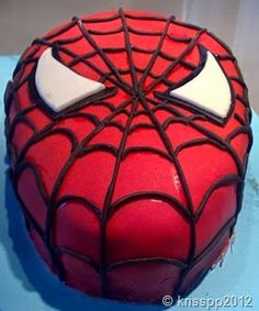 DeliCupCakes: Como hacer una tarta de Spiderman con fondant