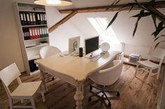 Tässä toimistossa rentous ja kodikkuus näkyvät #toimisto #design