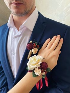 Burgundy corsage and boutonniere set. Fall wedding boutonniere. Prom corsage and boutonniere set. by Belorstudio on Etsy White Rose Boutonniere, Prom Corsage And Boutonniere, Bridesmaid Corsage, Rustic Boutonniere, Wedding Boutonniere, Wrist Corsage, Red Corsages, Fall Wedding, Wedding Ideas