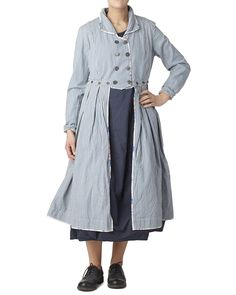 """Coat in cotton with buttons at the front andremovable skirt part.Material: 100% cottonCare instructions: Wash 40 degrees with similar colorscreateColors(""""ss18"""");showSkiss(""""66302 SS18"""");"""