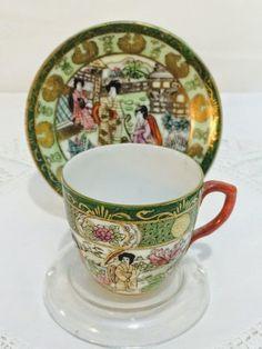 """Rara xícara de café""""Família Verde""""-Vista Alegre-1881/1921. Pintada à mão."""