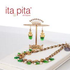 Déjate seducir de este conjunto de Ita Pita elaborado en Jade Pulido e inspirado en piezas de la antigua Turquía. http://www.elretirobogota.com/esp/?dt_portfolio=ita-pita