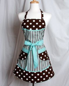 Black, aqua and white hostess apron. Retro apron, vintage look, cute and sexy. Retro Apron, Aprons Vintage, Sewing Hacks, Sewing Crafts, Cute Aprons, White Apron, Sewing Aprons, Apron Designs, Kitchen Aprons