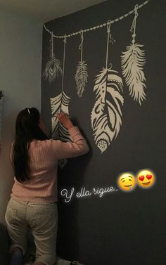 Plumas pintando en pared Wall Painting Decor, Reiki, Murals, Projects To Try, Sweet Home, Lettering, Room, Design, Home Decor