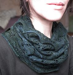a lacy loop of leaves to warm your neck!  Knitted cowl.  Free Ravelry download.
