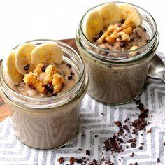 Ich liebe es, zu schnabulieren. Und ohne Dessert geht es einfach nicht! Heute hab ich ein Rezept für einen köstlichen Chia-Pudding mit Banane, Cocoa Nibs und Vanille für dich.
