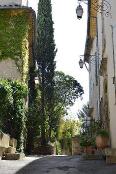 Les beaux villages du Luberon, ici Lourmarin dans le département du Vaucluse